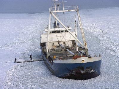Marinar dat disparut dupa ce vasul pe care se afla s-a lovit de stanci