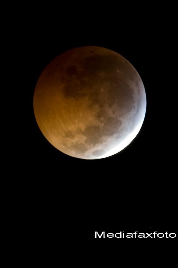 Imagini inedite!Vezi cum arata eclipsa de Luna in diferite colturi din lume