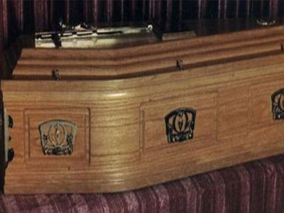Au dat in judecata firma de pompe funebre imediat ce au vazut ce se afla in sicrie