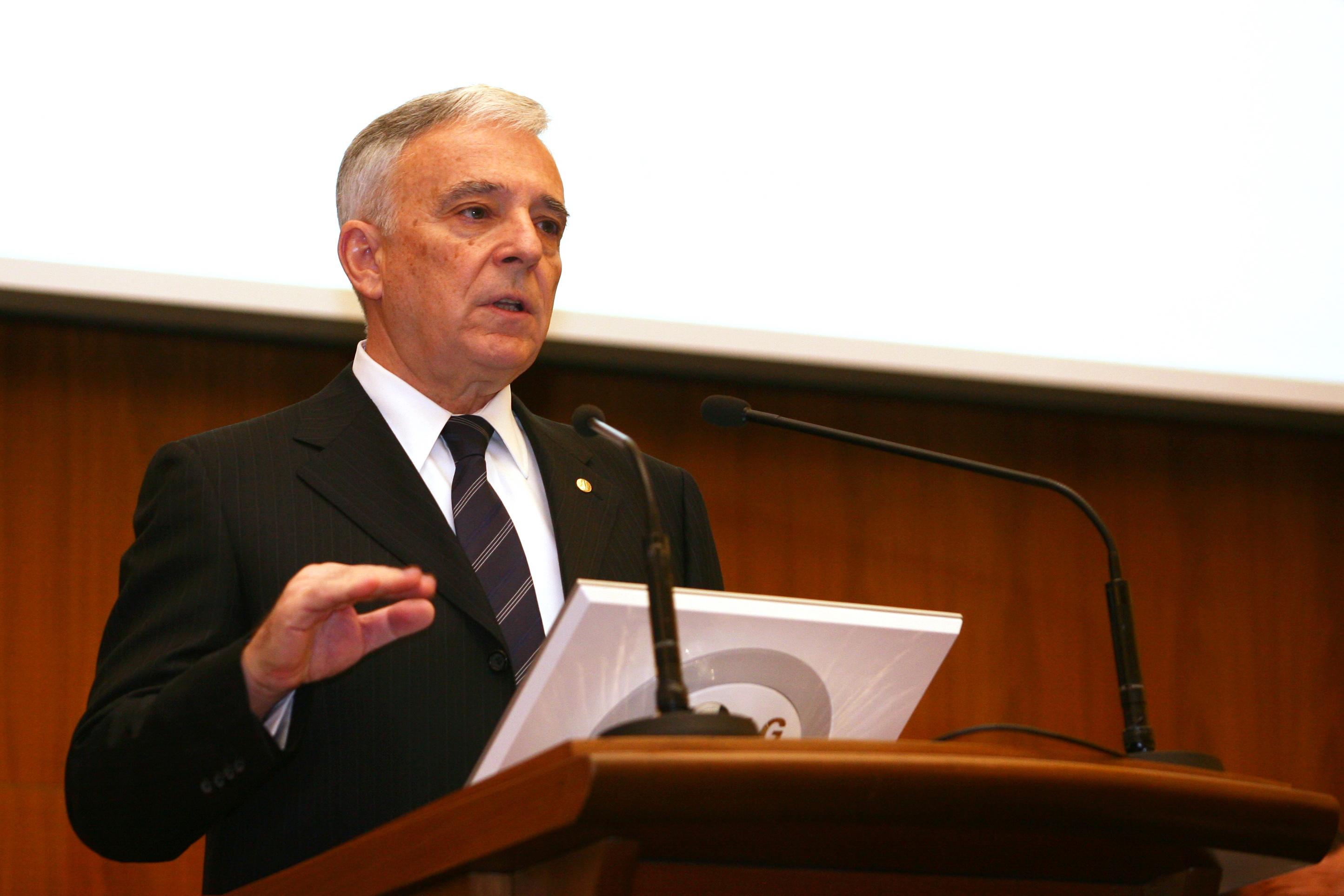 Mugur Isarescu: