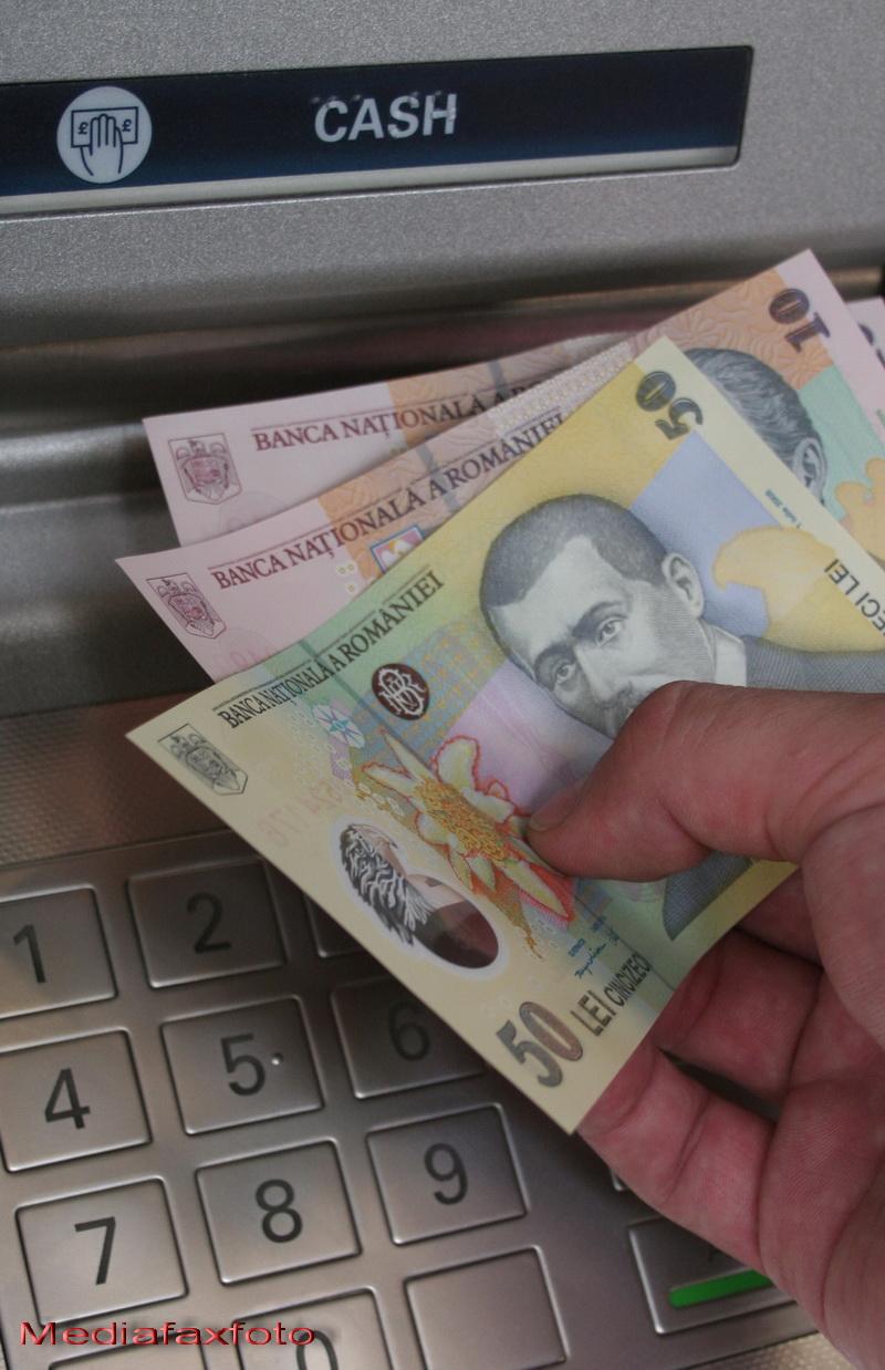 Bancile nu vor fi deschise luni si marti in toata tara. Programul mijloacelor de transport in comun