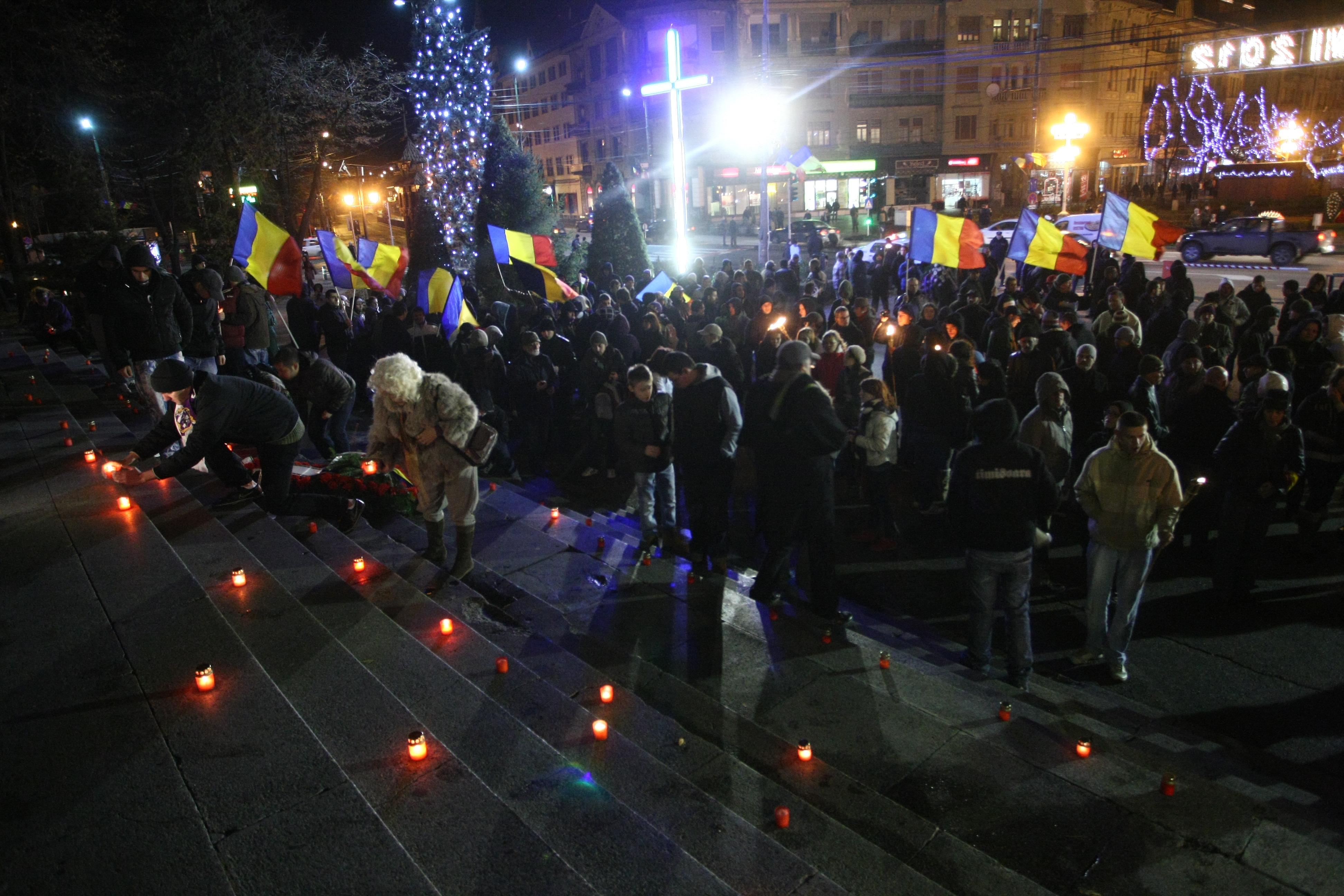 La Timisoara continua comemorarea eroilor martiri. Pelerinaj si lumanari pe scarile Catedralei