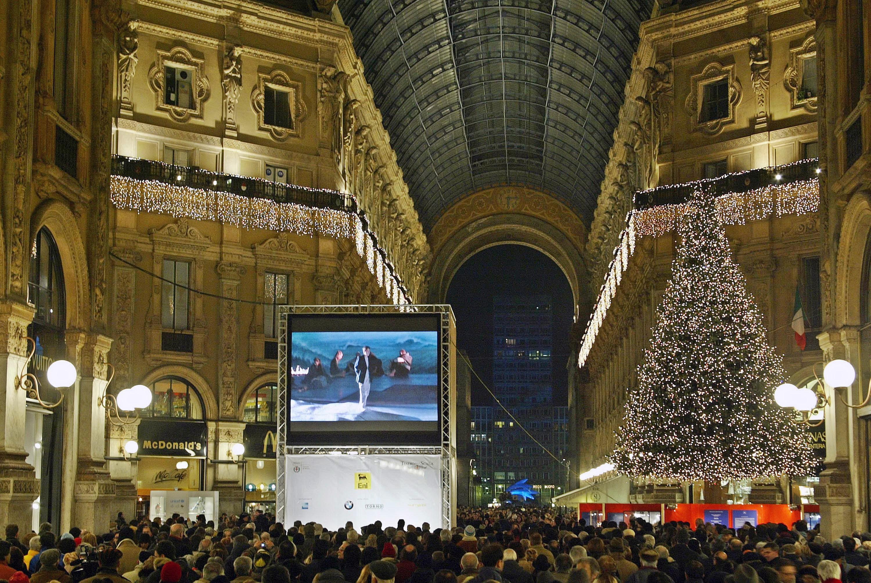 Adio, Armani si Versace. Cadourile de lux adorate de italieni, victimele bugetului de austeritate