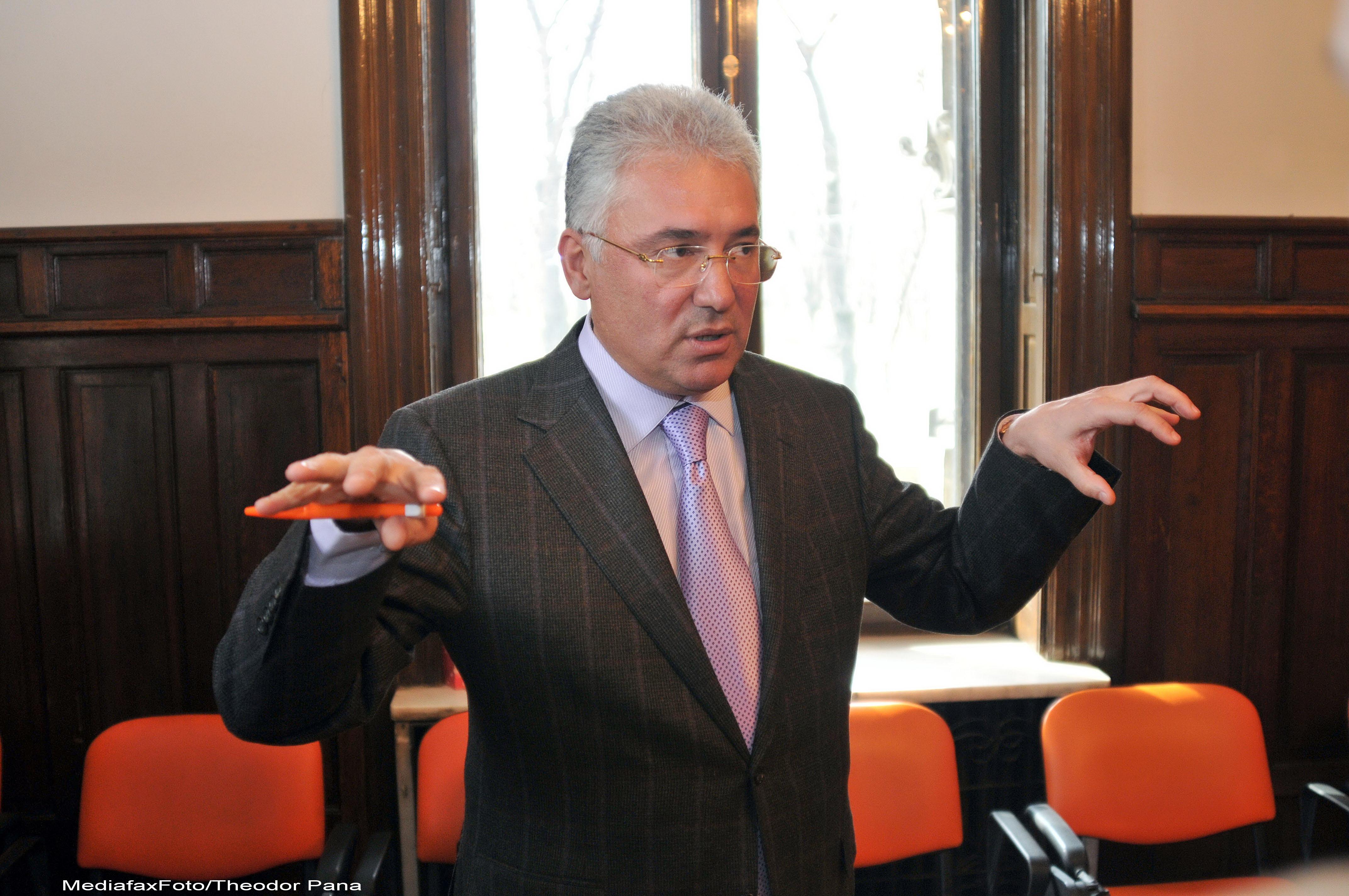 Adriean Videanu: Ponta e mitoman national. Guvernul sa demisioneze