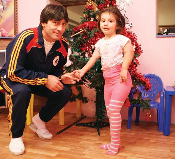 Hagi, Popescu, Belodedici si Piturca vor juca intr-un meci caritabil pentru fiica lui Rotariu