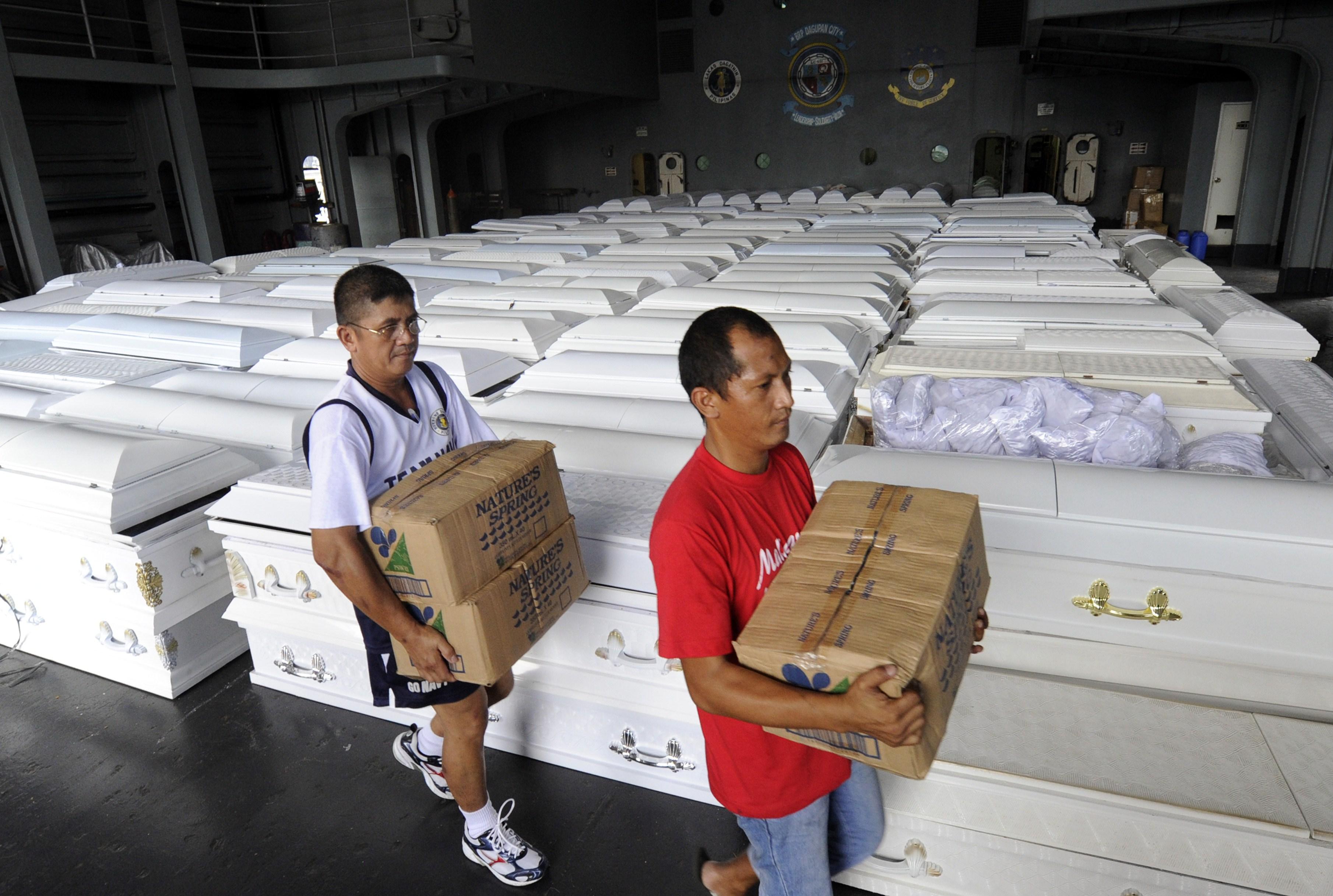 Bilantul mortilor se apropie de 1000 in Filipine. 400 de cosciuge, trimise de Guvern in 2 orase