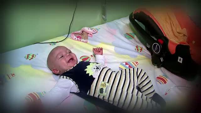 Bebelus de 6 luni, bolnav de cancer de la nastere. Oamenii de afaceri il pot ajuta, fara niciun cost