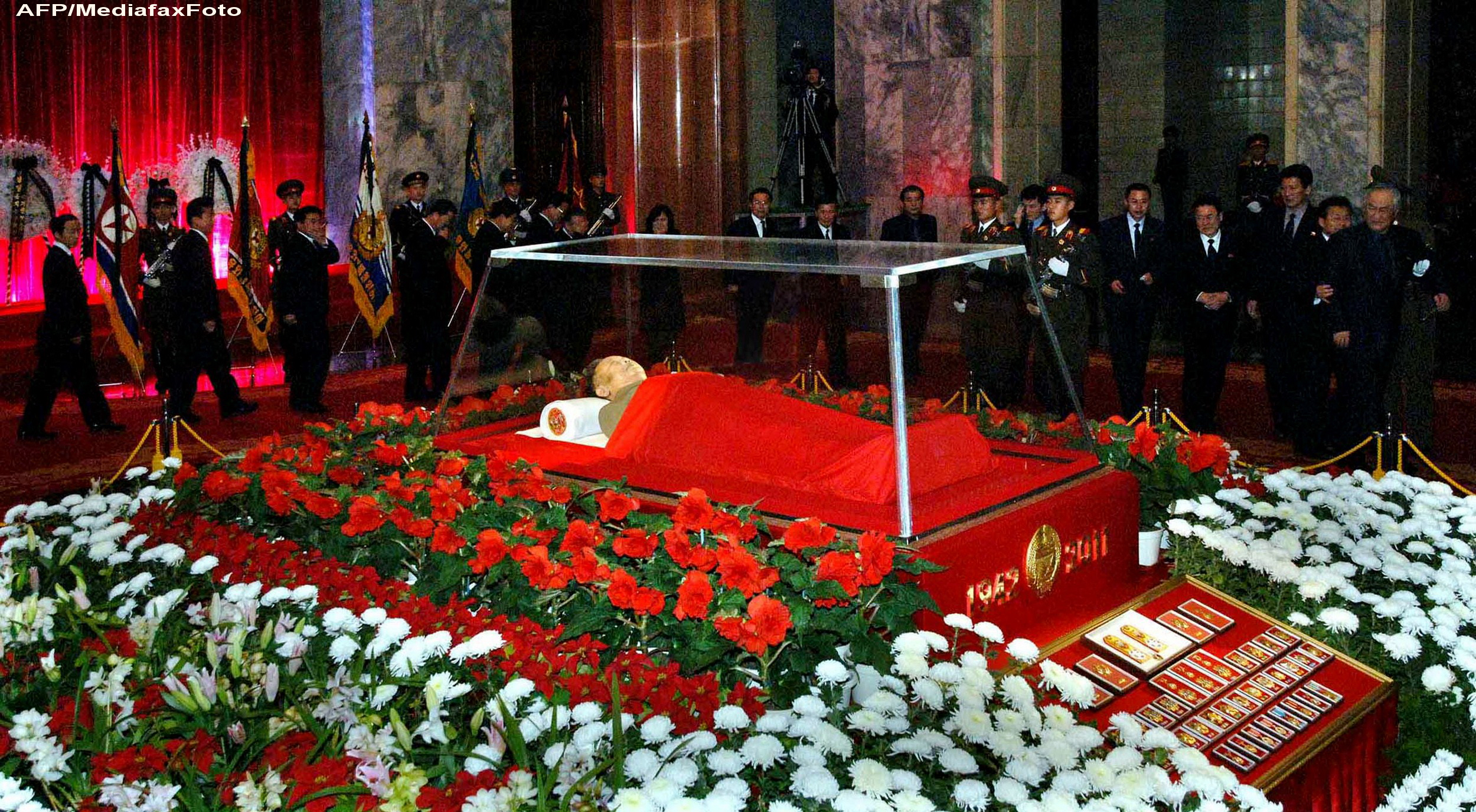 Kim Jong-il va fi imbalsamat si expus public. Guvernul a decretat