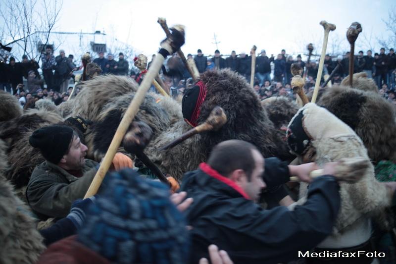 Traditionala bataie de Anul Nou, transformata in baie de sange la Ruginoasa.