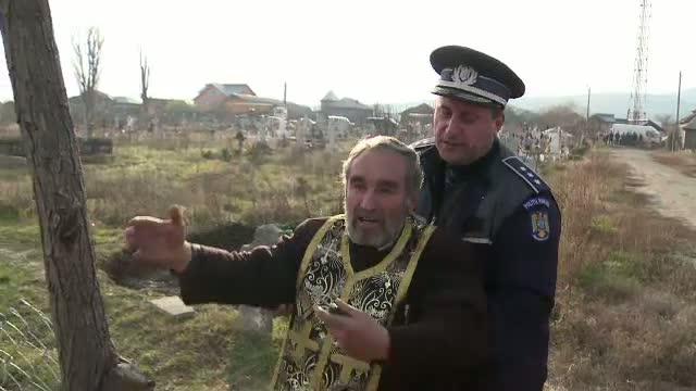 Un preot din Buzau, la un pas de-a fi batut de enoriasi. Totul a pornit de la un loc de veci