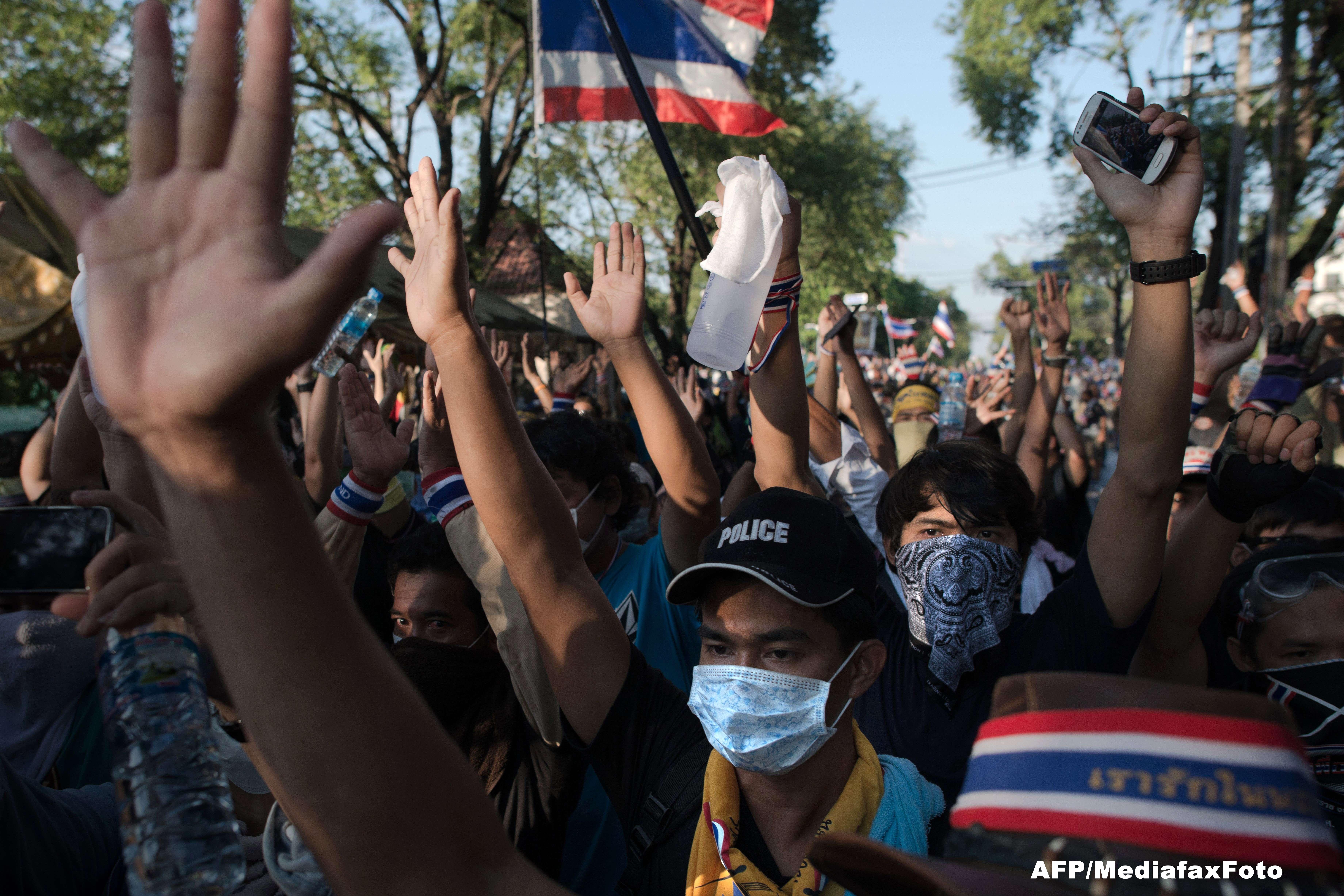 Manifestatii violente in Thailanda pentru demiterea Guvernului. MAE avertizeaza turistii romani