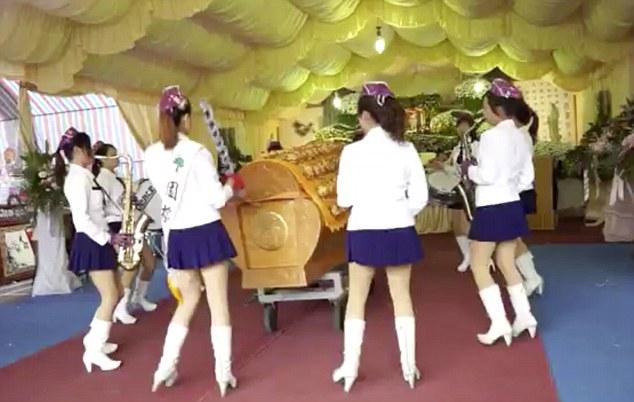 Obicei funerar ciudat in Taiwan. Cum sunt