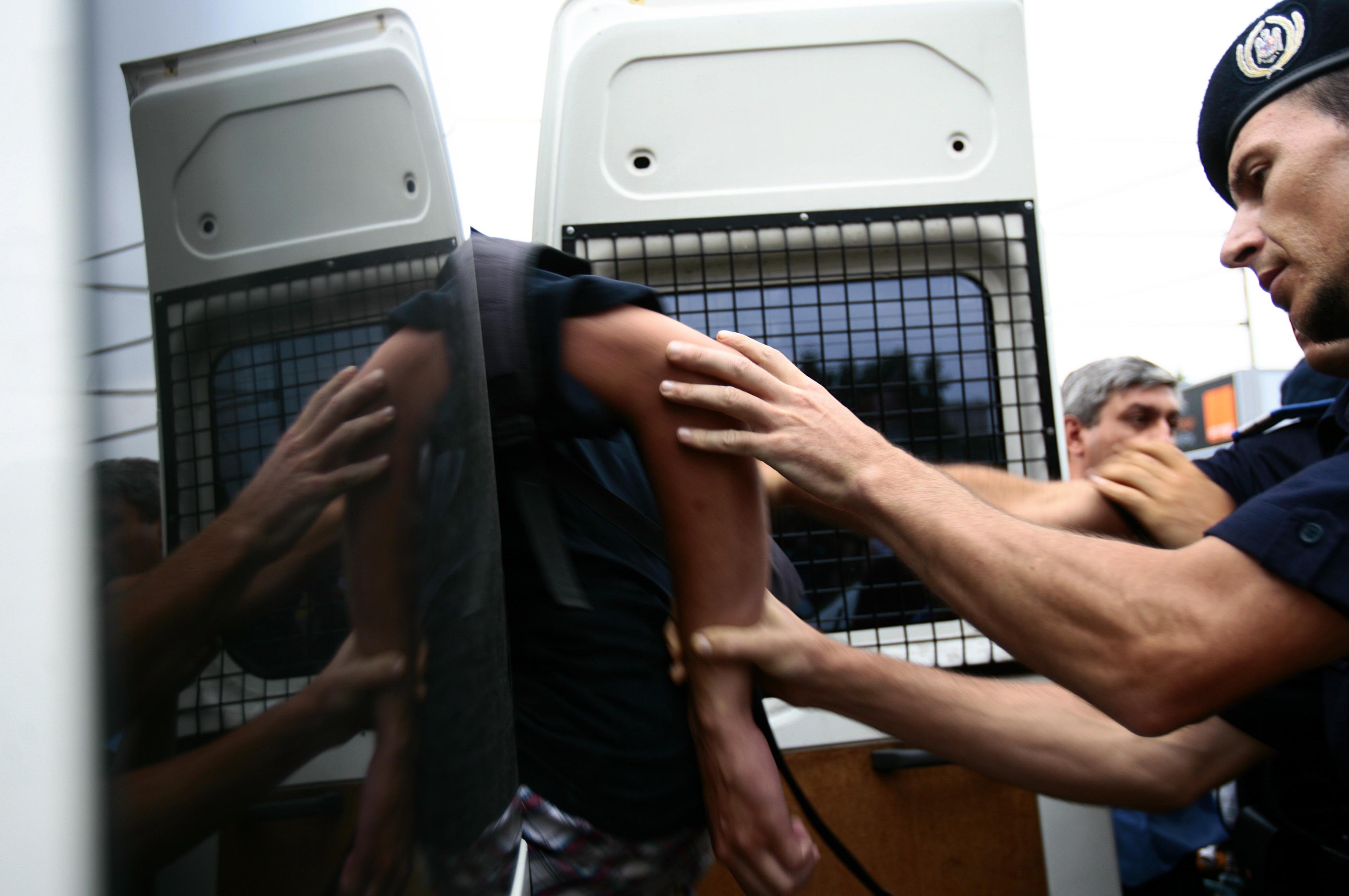 Un tanar risca intre 15 si 25 de ani de inchisoare dupa un scandal pornit intr-o discoteca din Hateg