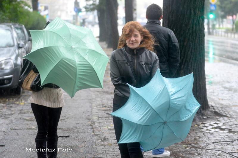 AVERTIZARE METEO de vant si precipitatii, pana duminica. Ce zone vor fi afectate
