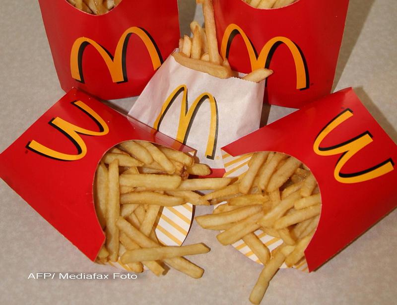 A distrus un intreg McDonald's cu toporul dupa ce a primit aceasta portie de cartofi prajiti