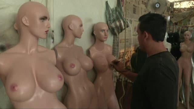In Venezuela, pana si manechinele au parte de operatii estetice. Cum a dat lovitura un producator