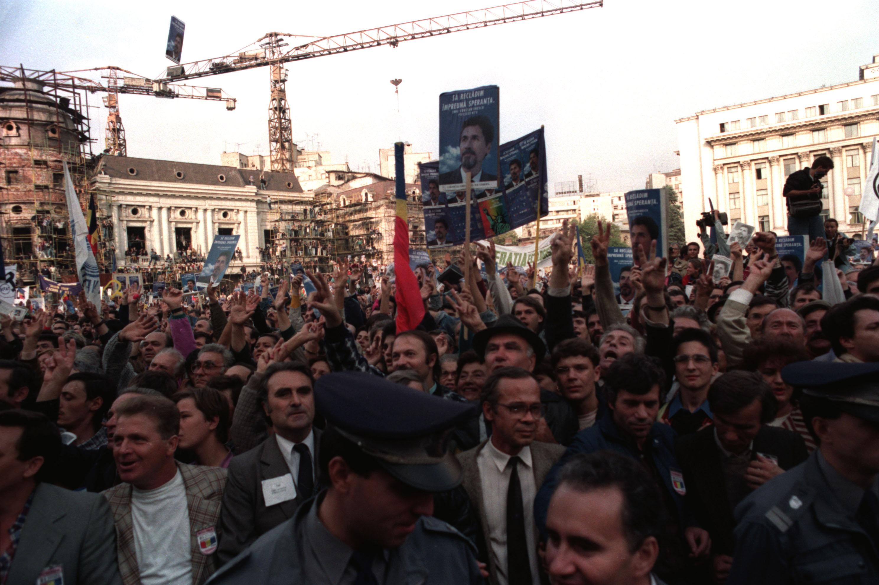 1992-1995. Romanii viseaza la capitalism si bogatie, dar se trezesc din cosmarul primelor tepe