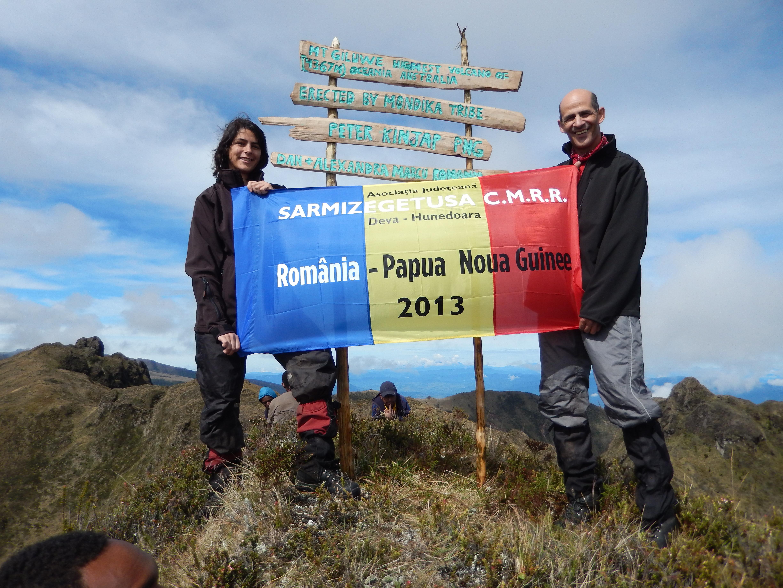 Alexandra, cea mai tanara alpinista din Romania a cucerit varful Giulwe din Papua Noua Guinee