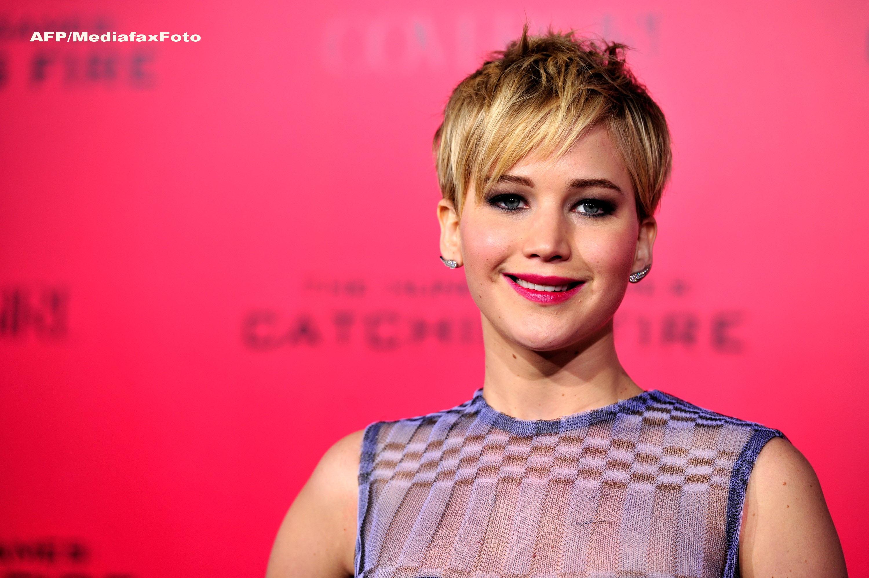 Comentariu The Guardian: Daca dai click pe pozele cu Jennifer Lawrence dezbracata, perpetuezi abuzul asupra ei