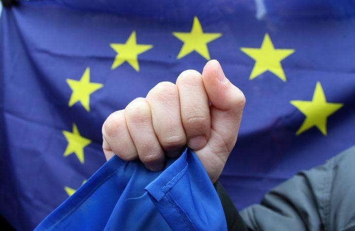 Elvetia mentine restrictiile pe piata muncii pentru romani si bulgari