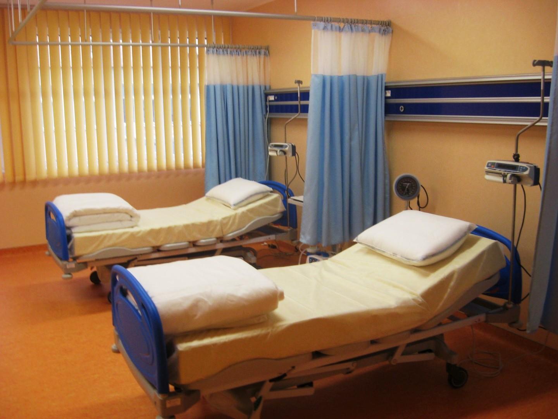 Trei medici de la Spitalul Targu Carbunesti, retinuti dupa ce au luat mita de la o pacienta