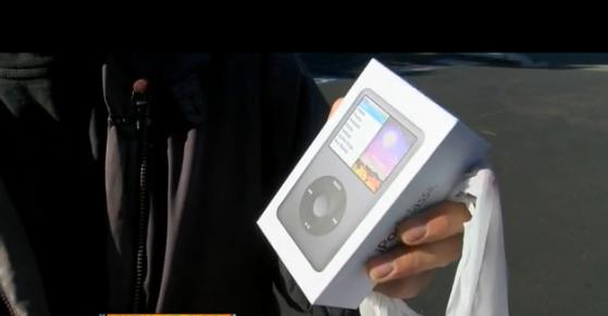 Un barbat care a cumparat un iPod dintr-un magazin, de Craciun, s-a ales cu gume de sters
