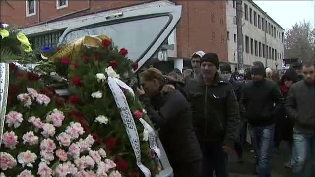 Cei patru tineri morti in a treia zi de Craciun, condusi pe ultimul drum de peste 1000 de oameni