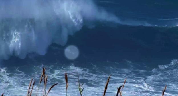 Momentul in care un surfer britanic este doborat de un val de 18 metri. Cum l-au gasit prietenii. VIDEO