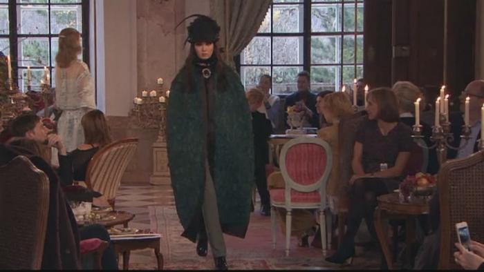 Noile creatii ale casei de moda Chanel au avut parte de o prezentare de poveste. Evenimentul a avut loc intr-un castel