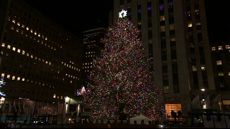 Bradul de Craciun din Rockefeller, NY, a fost impodobit miercuri seara. Mariah Carey, Lady Gaga si Tony Bennett, pe scena
