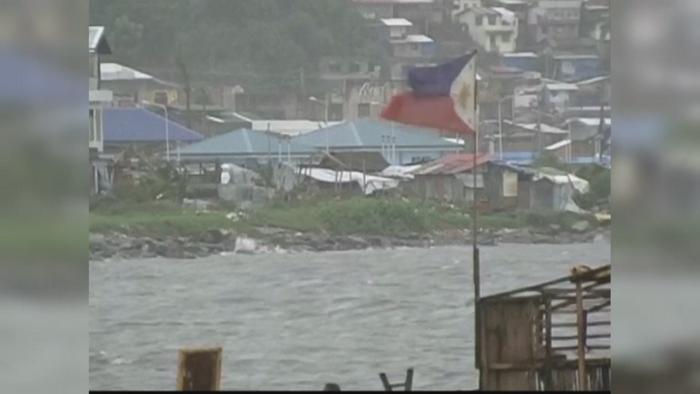 Taifunul Hagupit a lovit Insulele Filipine. Milioane de oameni s-au refugiat in biserici si adaposturi