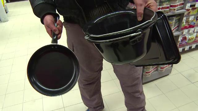 Bataie pe ceaune la deschiderea unui hypermarket in Targu Jiu: