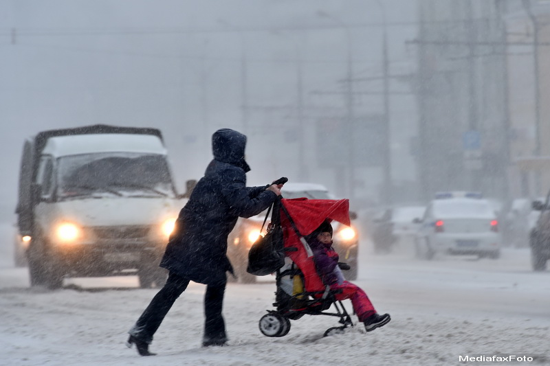 Haos in capitala Rusiei: 150 de zboruri cu probleme si trafic blocat, dupa o puternica furtuna de zapada. GALERIE FOTO