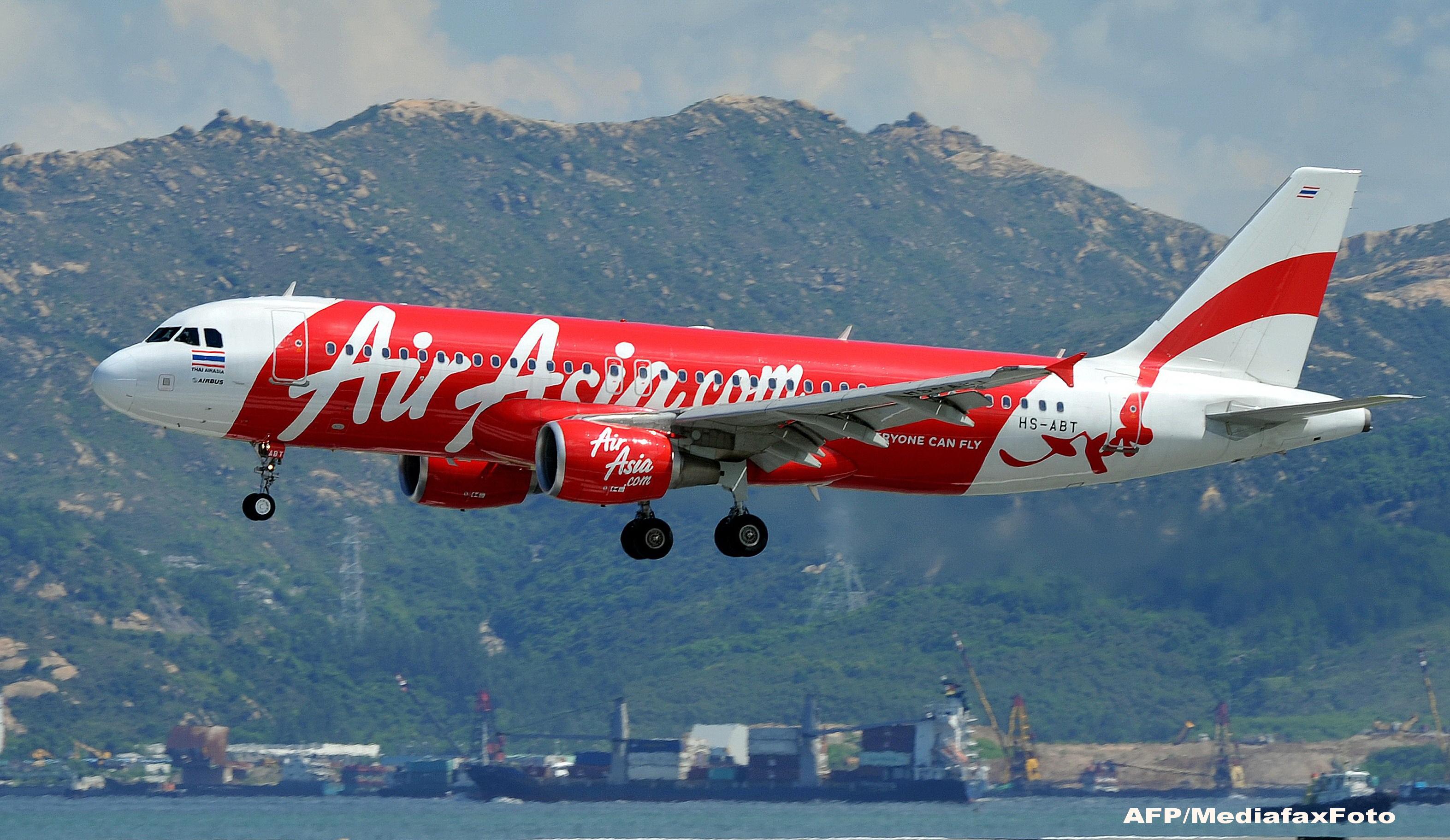 Un avion AirAsia cu 162 de persoane la bord a disparut de pe radare. Operatiunile de cautare au fost oprite