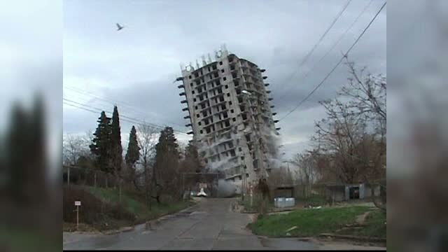 Demolare cu peripetii in Crimeea. Un bloc de 16 etaje a fost pus la pamant de abia la o a treia incercare. VIDEO