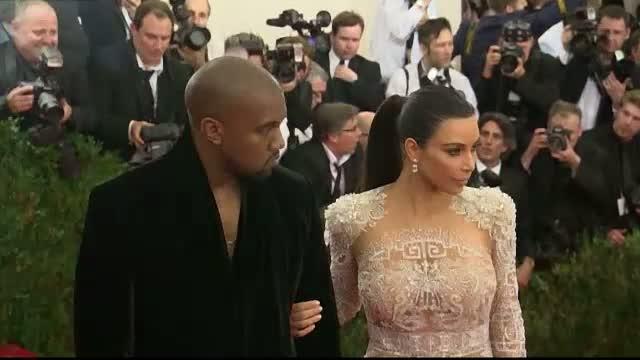 Kim Kardashian a devenit mama pentru a doua oara. Vedeta si Kanye West au devenit parintii unui baietel
