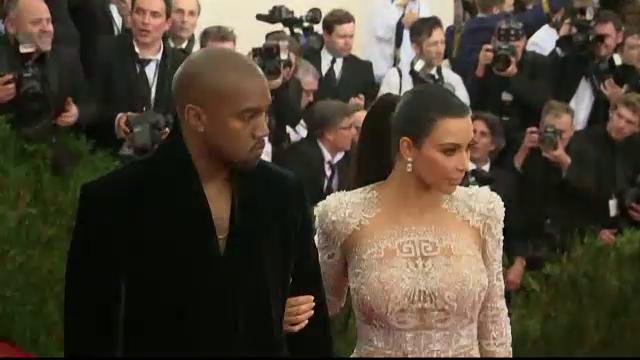 Kim Kardashian si Kanye West, ironizati pe Twitter pentru numele dat fiului lor. Ce zic fanii despre