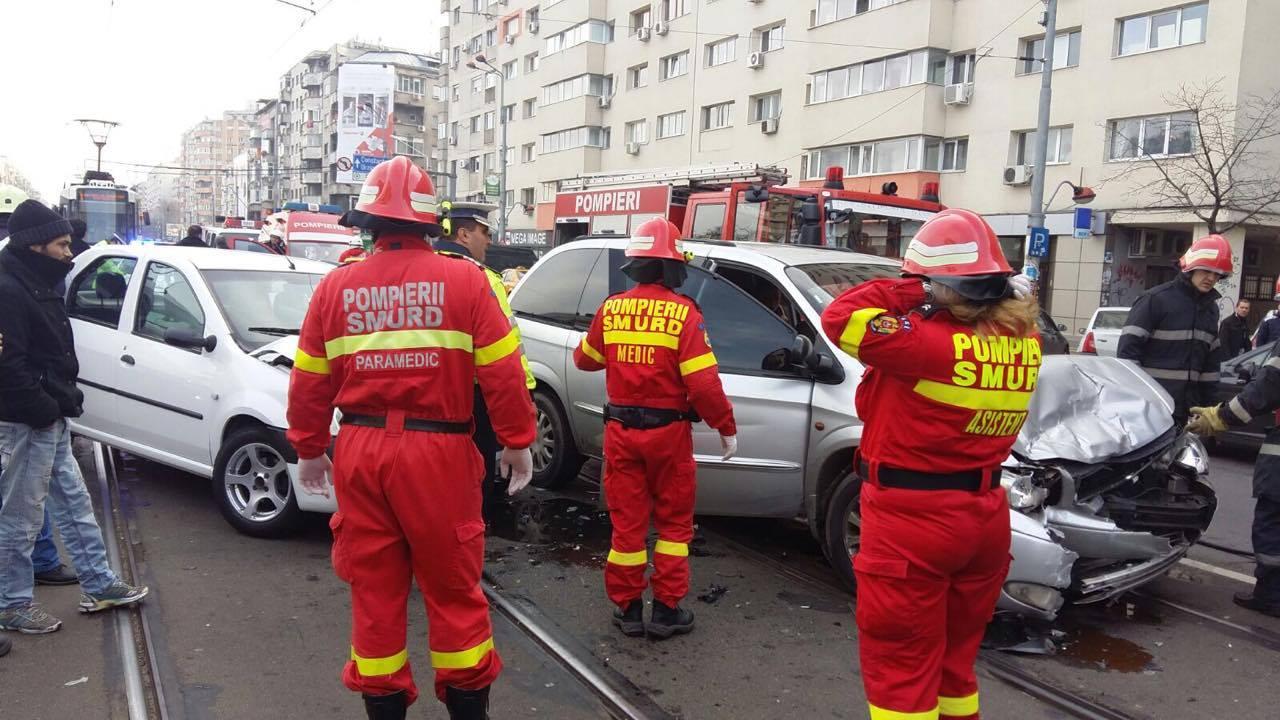 Accident grav in Capitala, pe soseaua Stefan cel Mare. Trei persoane au fost ranite in urma impactului