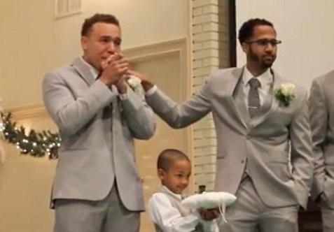 Moment emotionat la o nunta din SUA. Mirele a izbucnit in lacrimi cand si-a vazut viitoarea sotie pasind spre altar