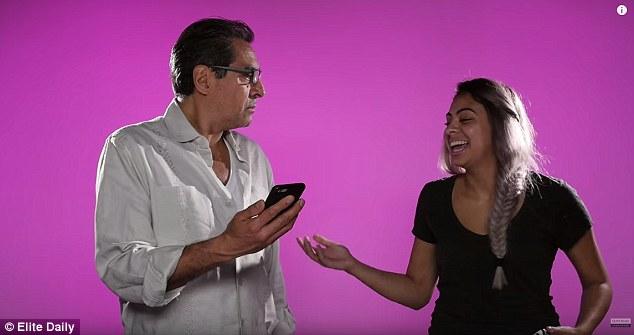 Experiment social. Cum reactioneaza un grup de tați, lasati sa citeasca mesajele private ale fiicelor lor