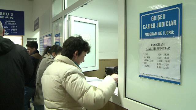 Doi politisti de la Serviciul Cazier din Sibiu, cercetati penal. Schema prin care furau taxele platite de oameni cinstiti
