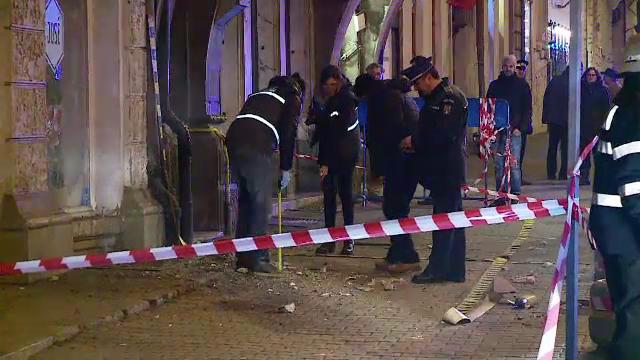Scandal la Cluj dupa ce o tanara a fost ranita de tencuiala cazuta de pe o cladire. Primaria si prefectura se acuza reciproc