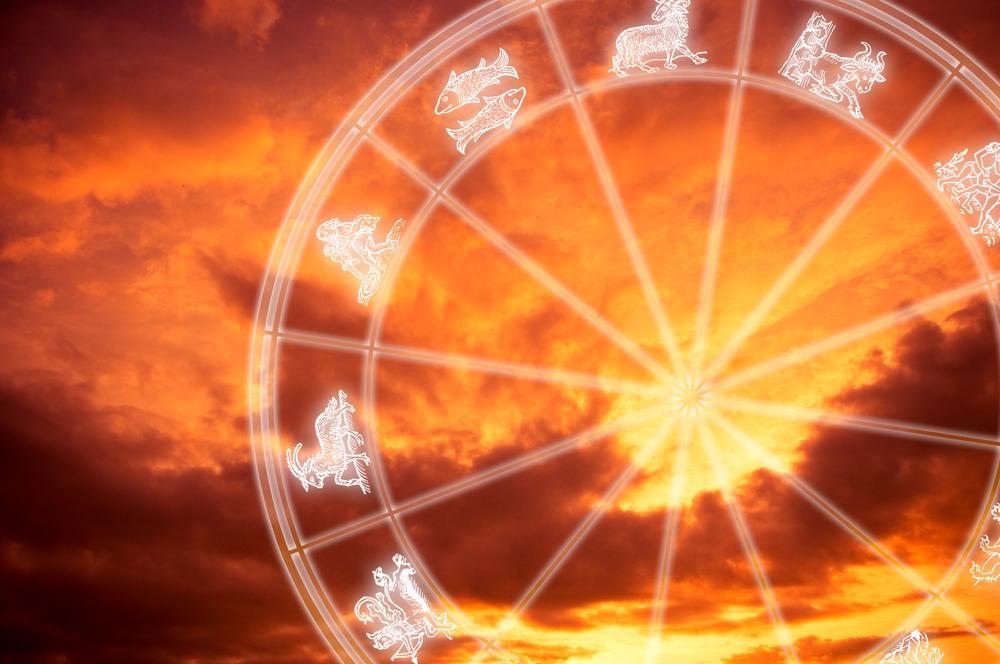 Horoscop 16 iulie 2016. Sagetatorii au astazi parte de o revedere emotionanta, iar pentru berbeci se anunta un castig.