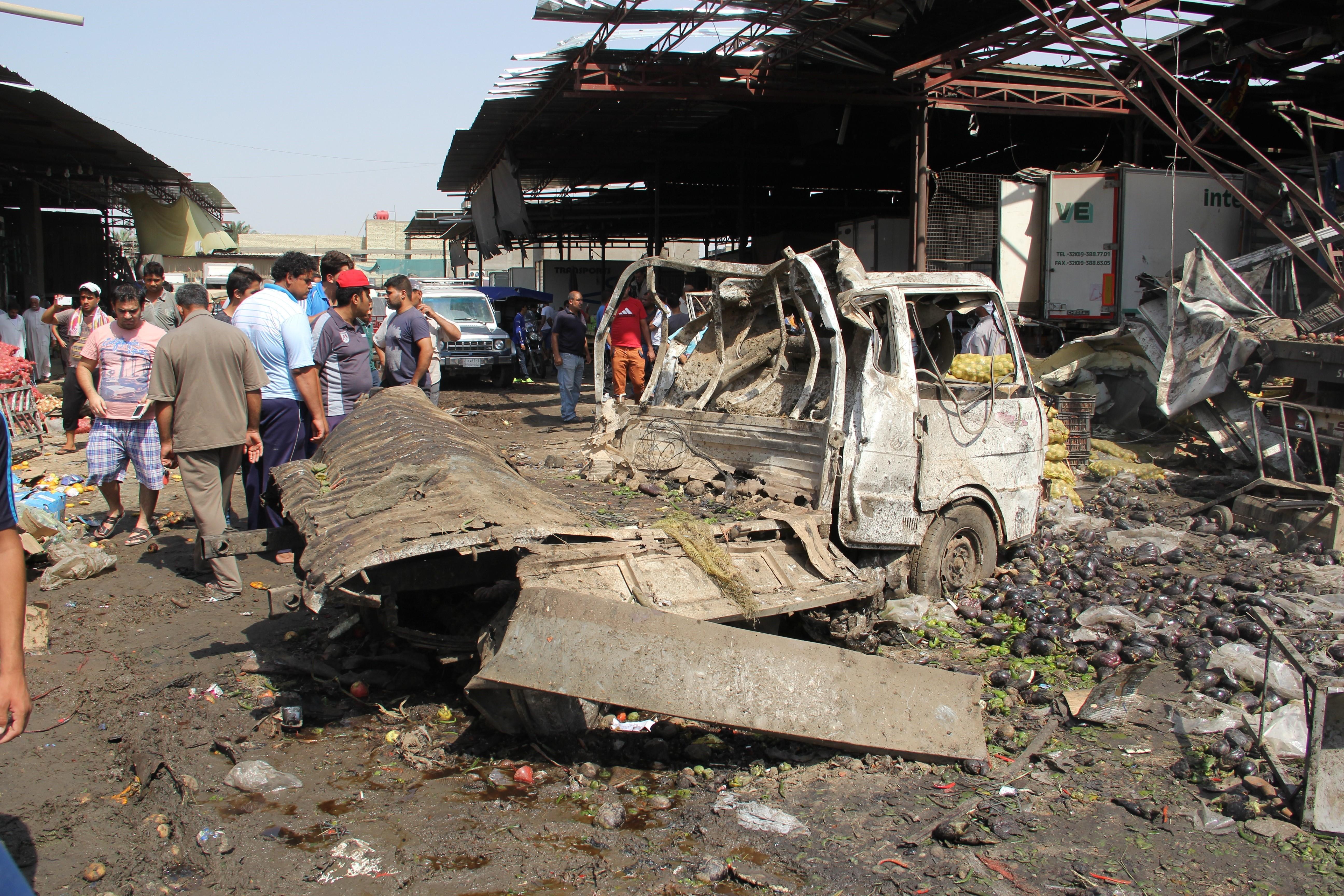 Sase morti intr-un atentat sinucigas la frontiera Irakului cu Arabia Saudita. Un kamikaze a detonat o masina-capcana