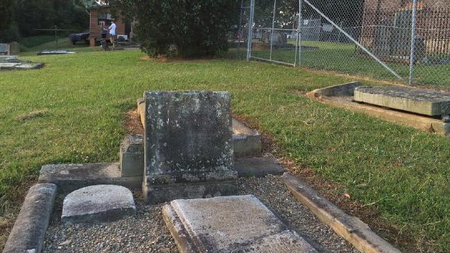 S-au plans ca aud sunete bizare din cimitir si au instalat camere. Oamenii, terifiati cand au vazut imagine filmate noaptea