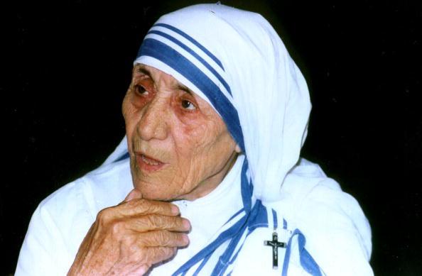 Maica Tereza va fi canonizata. Biserica a recunoscut oficial autenticitatea unei minuni atribuite ei