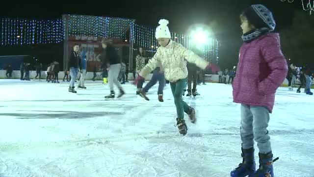 In lipsa zapezii, oamenii s-au ingramadit la patinoar. Cum s-au distrat cei care nu au mai ajuns la munte de Craciun