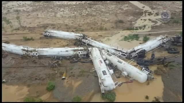 Un tren cu 200.000 de litri de acid sulfuric a deraiat in Australia. Perimetrul de securitate intins pe 2 kilometri