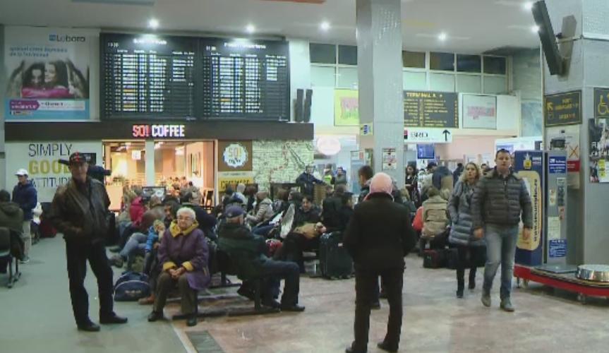 Intarzieri si curse anulate pe aeroportul din Timisoara, din cauza cetii. Pasagerii au asteptat si 6 ore pentru a decola