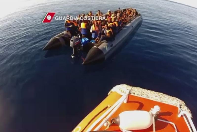 Zeci de operatiuni de salvare a refugiatilor in Mediterana, de Craciun. Declaratia controversata a presedintelui ceh